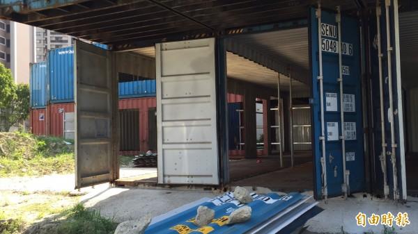 新竹縣政府工務處直言,用貨櫃屋搭建構造物,省錢又迅速。(記者黃美珠攝)