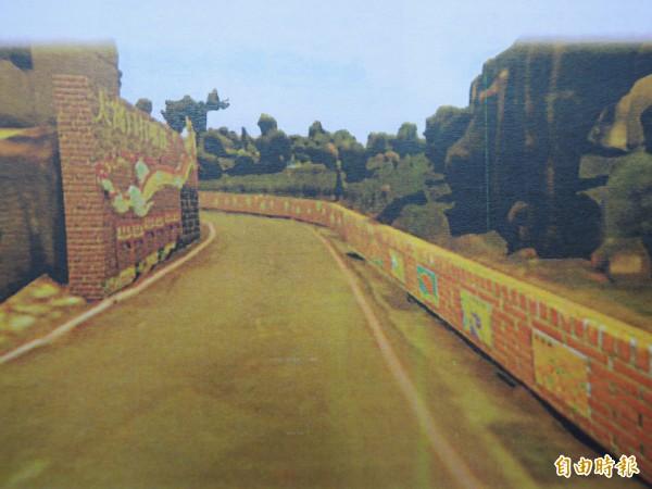 湖口老街形象重塑方案,計畫在通往老街的各入口,設置藝術牆面或意象牌。圖為規劃公司初步設計的老街往停車場入口藝術牆面。(記者廖雪茹攝)