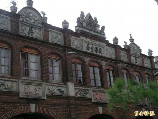 湖口老街的歐式風格巴洛克式立面建築。(記者廖雪茹攝)