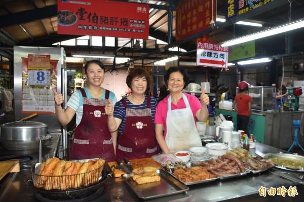 「堂伯豬肝捲」在岡山平安舊市場飄香逾80年。(記者蘇福男攝)