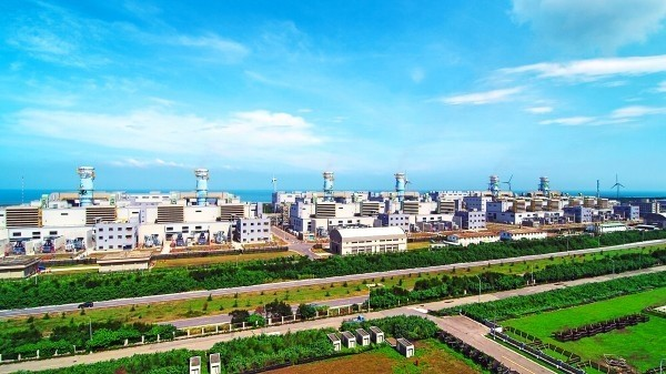 提供大潭天然氣電廠的觀塘工業港第三接收站,目前因環差卡關。(台電提供)