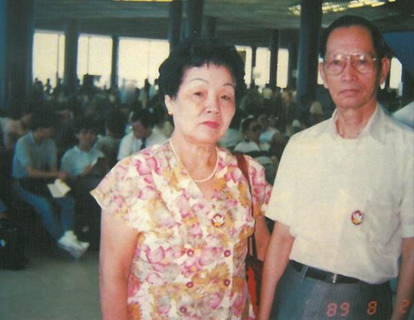 陳慶春(右)和妻子陳謝守(左)先後無病過世。(民眾提供)