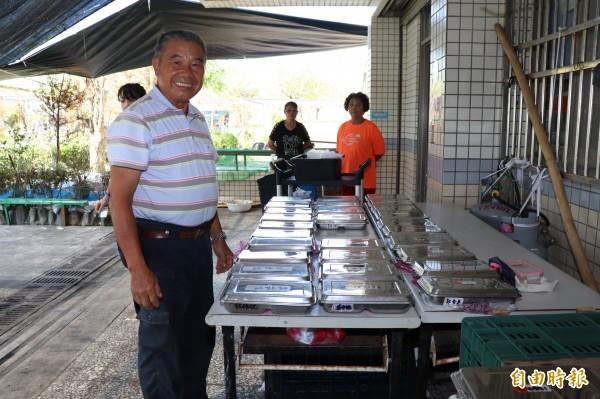 莊木昌本身也是古亭社區發展協會的理事長,原為修水塔及裝冷氣的工人,65歲退休後,先陸續到環保局和衛生局擔任志工。(記者林敬倫攝)