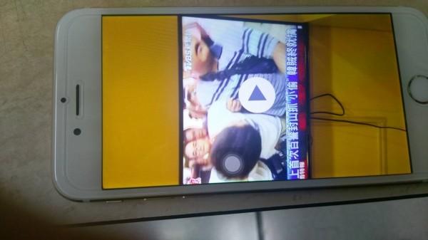 中國籍慣竊劉俊言的手機中錄有大量警方日前捕韓籍慣竊的新聞報導訊息。(記者劉慶侯翻攝)