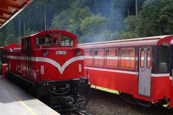不用搶郵輪式列車,9月起搭中興號也能到今年剛復駛的十字路站。(台鐵局提供)