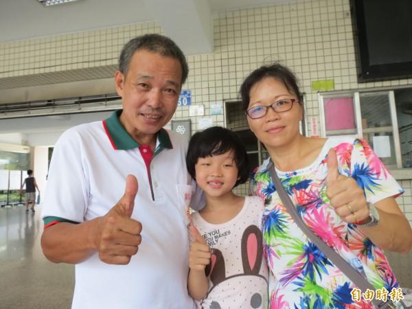 劉芳甄的爸爸媽媽劉其忠與張怡欣,認為學台語要從小開始,因此從小就跟劉芳甄用台語交談。(記者蘇金鳳攝)