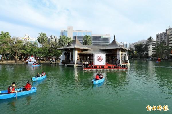 湖心亭不僅是中台灣的熱門旅遊景點,更是市民心中的地標。(記者黃鐘山攝)