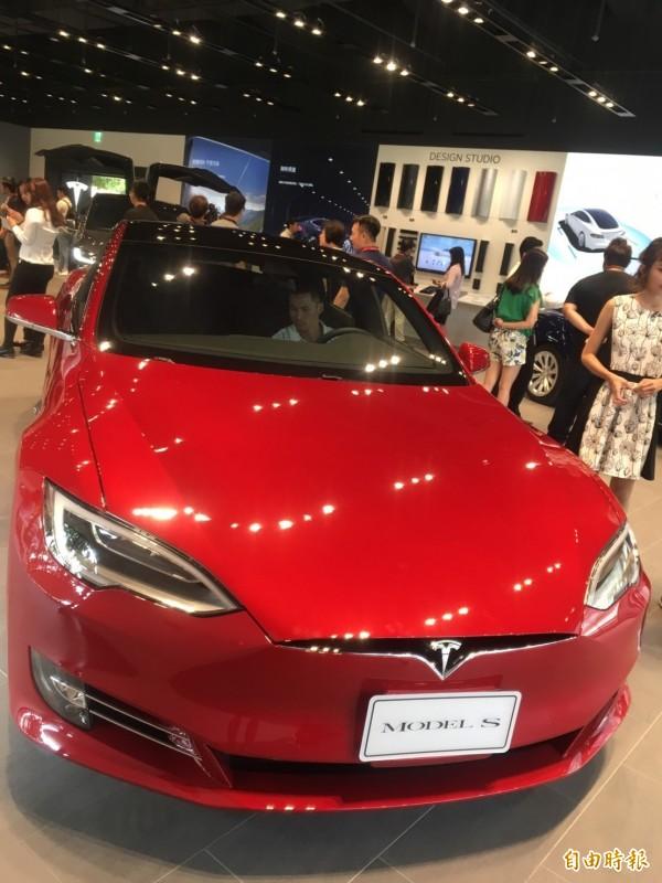 Tesla高階車款modelS。(記者陳柔蓁攝)