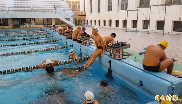 陳柏翰日前在俄羅斯參加2017托木斯克世界青少年蹼泳錦標賽獲得男生1500公尺水面第5名、800公尺水面第6名。(記者王涵平攝)