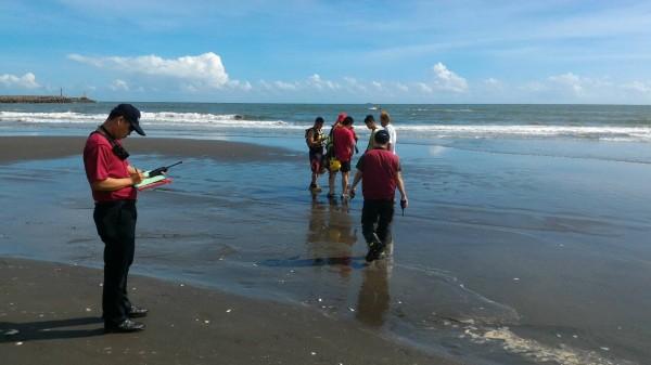 台南市府公告為危險海域的安平觀夕平台(見圖)與漁光島海岸常傳溺水意外。(資料照,記者王俊忠翻攝)