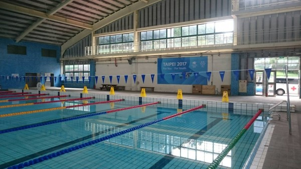 國立體育大學的游泳池練習場因應世大運率先啟用,今起實施管制,龜山警分局也規劃23名警力加強維安。(記者陳昀翻攝)(記者陳昀攝)