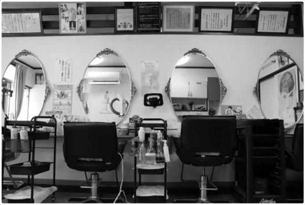 台灣台北市師大附中學生參加「日本高校生國際交流賽」,自由攝影項目中拍出在地理髮廳的韻味。(取自日本高校生國際交流賽網頁)