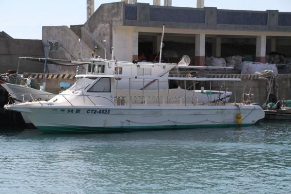 載運潛水客出海的寶貝66號(記者葉永騫翻攝)