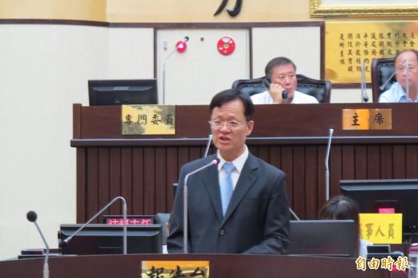 台南市審計處長吳錦祥受邀赴台南市議會進行南市地方總決算審核報告。(記者蔡文居攝)