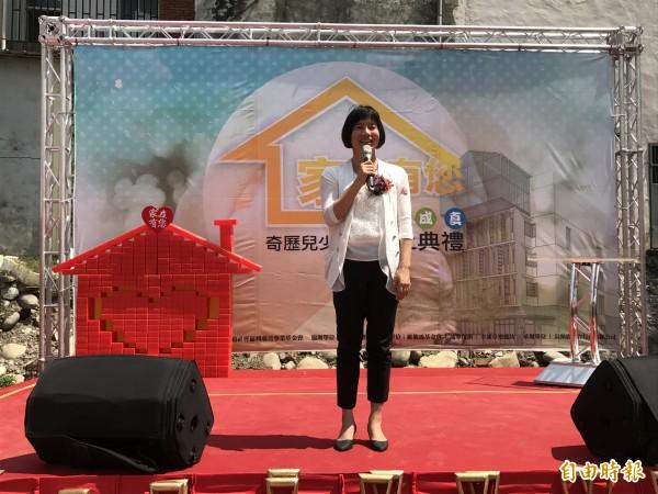 副市長林依瑩參加奇歷兒少之家動土,感謝張秀菊基金會長年投入社福工作。(記者李忠憲攝)