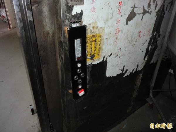 食品公司貨梯發生故障致工人受傷。(記者蔡宗勳攝)