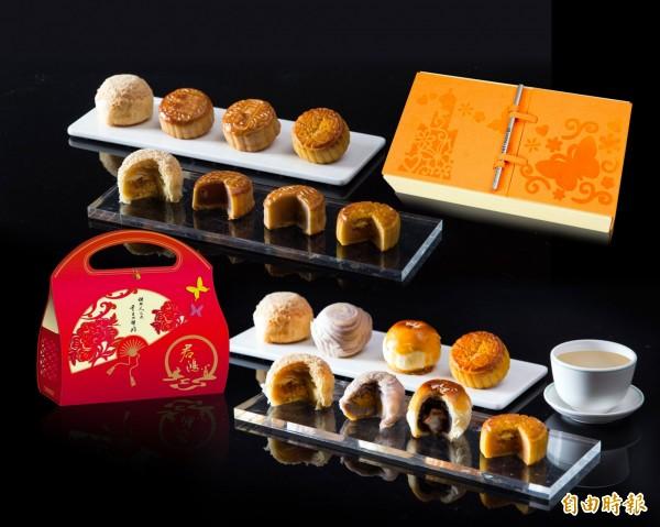 君鴻國際酒店推出「食尚‧望月」中秋禮盒,創新、時尚,又不失古典貴氣。(記者張忠義攝)