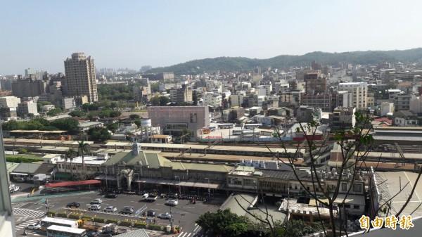 新竹市府將透過大車站計劃進行跨站平台,縫合新竹市前後站的城市紋理。(記者洪美秀攝)