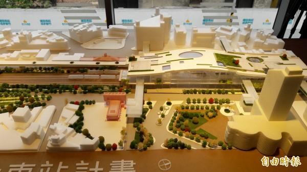 新竹市府將透過大車站計劃以跨站平台的新竹之翼縫合前後站的城市紋理,並均衡區域發展。(記者洪美秀攝)