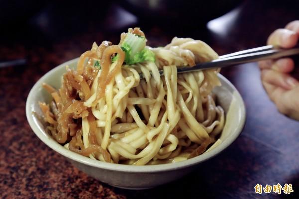 潮州「阿公店」麻醬麵,是熱賣超過一甲子的家鄉味。(記者邱芷柔攝)