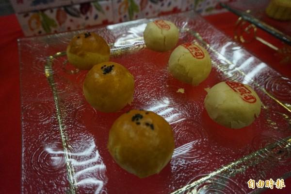 伊甸庇護工場的蛋黃酥及綠豆椪人氣夯。(記者歐素美攝)