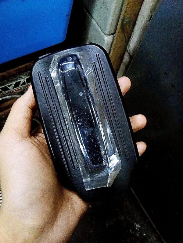 陳儀庭在網路PO出GPS紀錄器照片,質疑「警總在現?」(記者陳薏云翻攝自陳儀庭臉書)