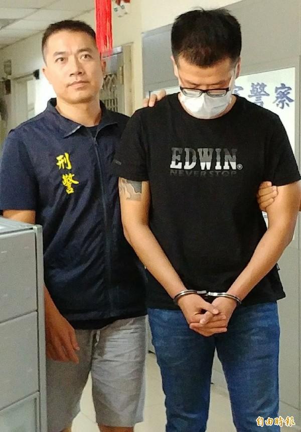 嫌犯林X傑(右)認為K他命毒品好賣,竟然以每公斤5萬人民幣(台幣約25萬)的價錢,向中國毒梟購買12公斤3級毒品K他命,進口時為海關及航警查獲。(記者姚介修攝)