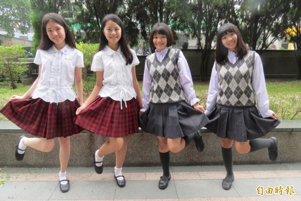 新民高中女生夏冬制服活潑優雅兼具,學生均超愛。(記者蘇孟娟攝)