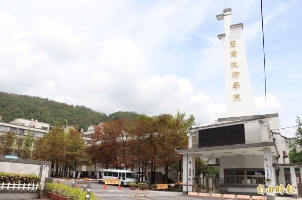 宜蘭縣頭城鎮的蘭陽技術學院向台觀的轉學生招手,提出住宿費全免的優惠。(記者林敬倫攝)