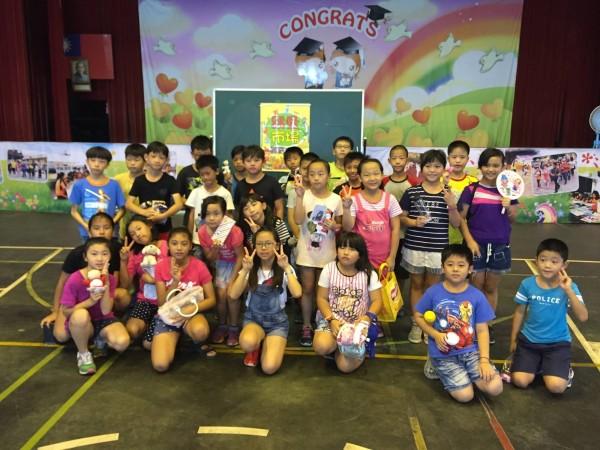 大同國小的孩子們捐出二手物品一起做愛心。(記者葉永騫攝)