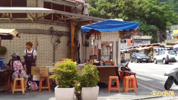 早餐店就位在南方澳漁港旁的小角落。(記者張議晨攝)