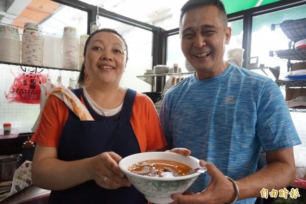 余明江與丈夫杜壬癸經營九寨溝牛肉麵店,在豐原區的巷弄飄香10餘年。(記者歐素美攝)