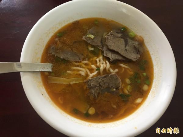 九寨溝牛肉麵店的麻辣牛肉麵。(記者歐素美攝)