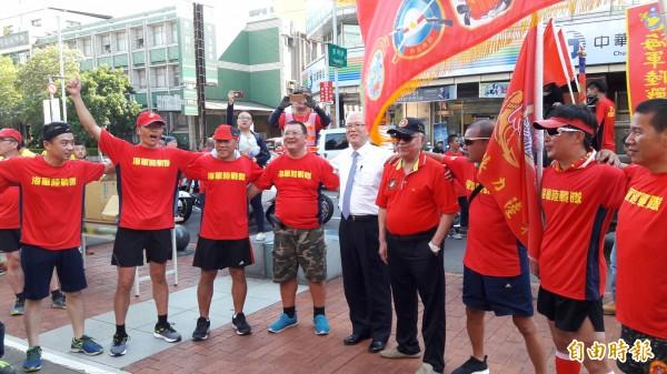 海軍陸戰隊70週年環台接力路跑,今天第6天跑到新竹市。(記者洪美秀攝)