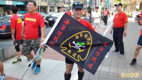 慶祝海軍陸戰隊70周年,環台接力路跑第6天跑到新竹市。(記者洪美秀攝)