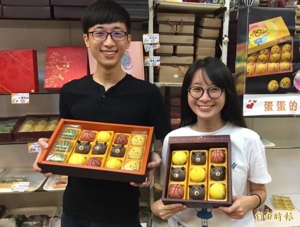 世大運凝聚全台灣的心,鹿港烘焙業者推出「哇熊讚」小月餅!(記者劉曉欣攝)