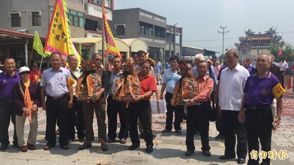 馬來西亞沙勞越七里三山國王廟3尊神像今天回到大埤三山國王祖廟謁祖。(記者黃淑莉攝)