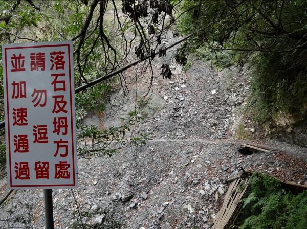 一有大雨,能高越嶺步道便常有落石。(南投林管處提供)