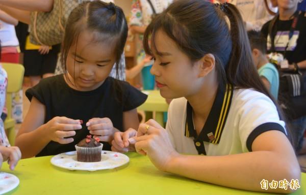 暑期剛結束,花蓮多間飯店業者紛紛以「兒童」為主題,推出親子同樂等系列活動,盼能度過剛開學的旅遊淡季。(記者王峻祺攝)