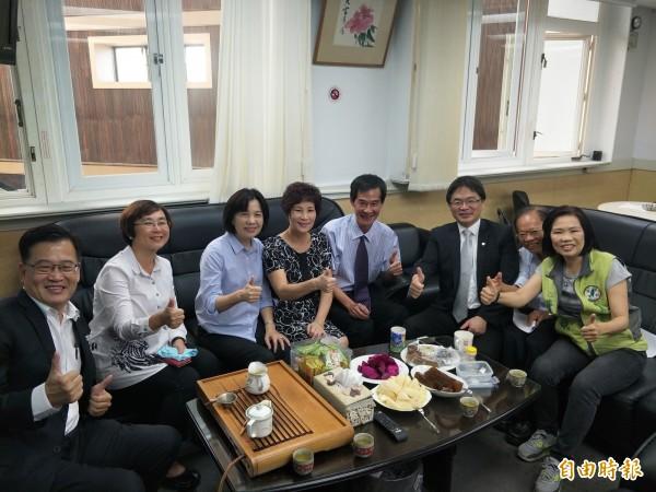 台南市議會無黨團結聯盟期待代理市長李孟諺能讓台南變得更好。(記者邱灝唐攝)