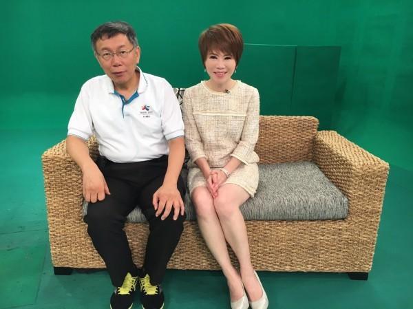 台北市長柯文哲今晚接受電視專訪,再談雙城論壇一度哽咽。(壹電視提供)