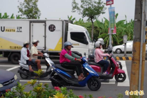 機車騎士肉包鐵事故傷害大,須更留意交通安全。(記者林國賢攝)