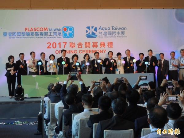 蔡英文總統今南下高雄,出席台灣國際塑橡膠暨複材工業展、台灣國際水展開幕式。(記者王榮祥攝)