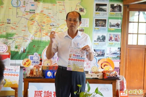 虎尾鎮長林文彬幫忙宣傳「驛生響愛」愛心園遊會。(記者詹士弘攝)