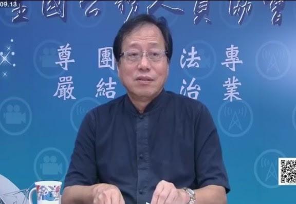 全國公務人員協會理事長李來希在「軍公教網路之聲直播電台」公開給賴神掌聲。(記者林彥彤翻攝)