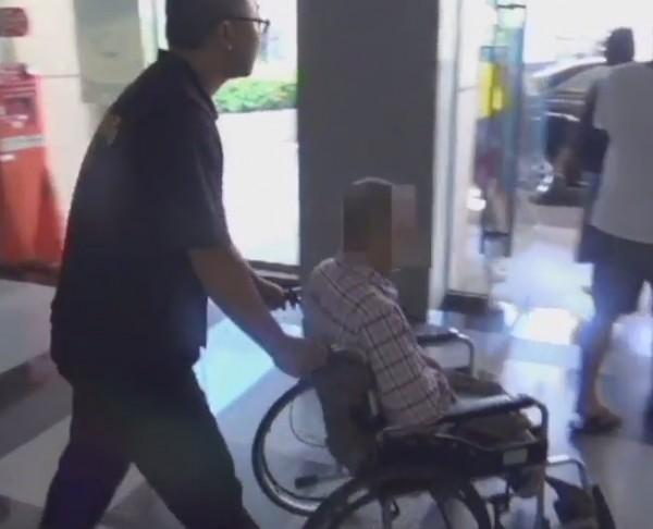 劉嫌雙腳截肢,還涉嫌坐輪椅販毒。(記者洪定宏翻攝)