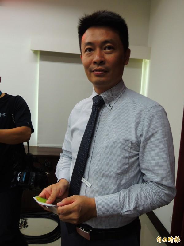 橋頭地檢署主任檢察官徐弘儒說,客運駕駛吳恊松並沒有在車內滑手機。(記者黃旭磊攝)