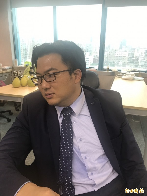 民進黨發言人楊家俍轉述民進黨中執會內容。(記者蘇芳禾攝)