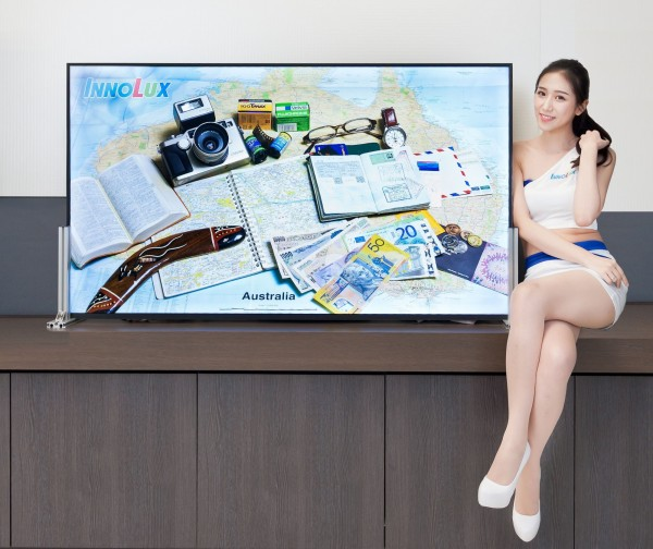 群創推出全球第一台65吋8K全視角顯示器模組。(群創提供)