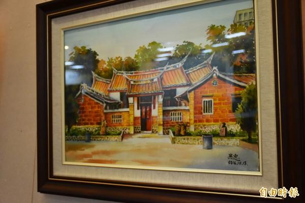 退休校長莊興惠的老屋畫作,一景一物都突顯客家文化的特有風采。(記者廖雪茹攝)
